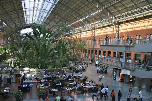 visit to the railway station essay Open document below is an essay on describe a bus/train station from anti essays, your source for research papers, essays, and term paper examples.