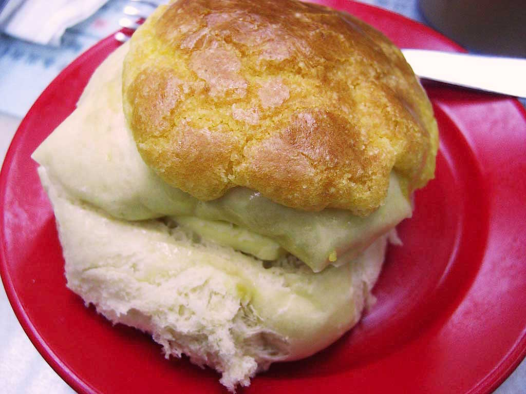 pineapple-bun-with-butter Hong Kong