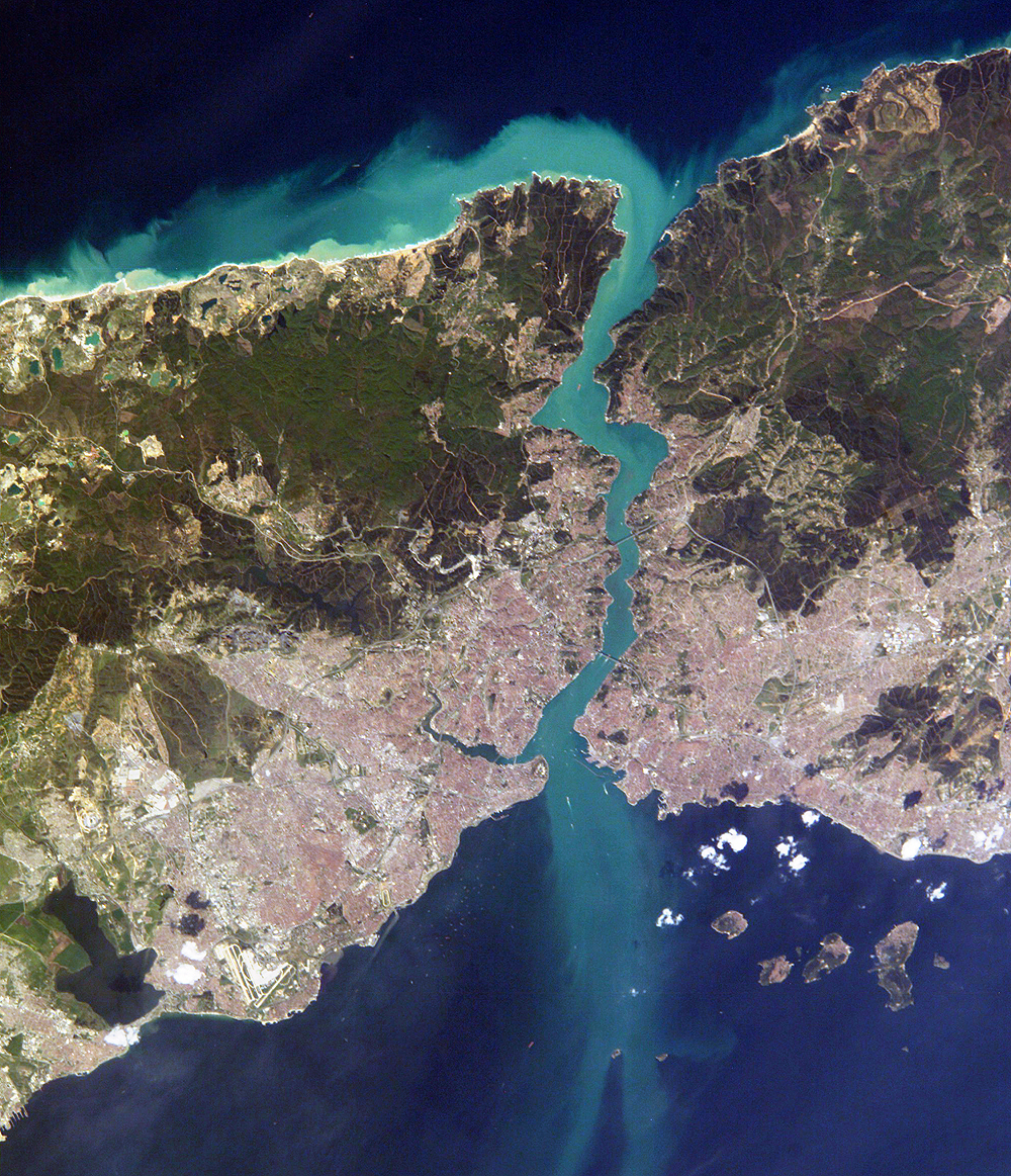stanbul_and_Bosporus_from NASA