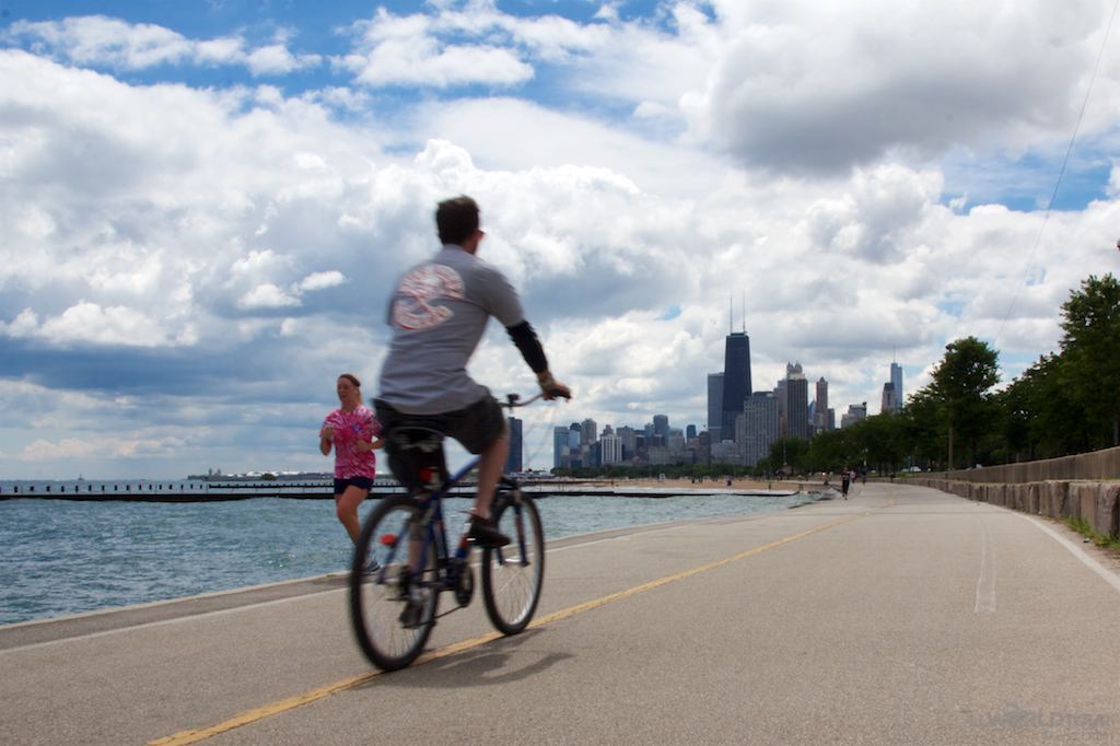 Cycling in Chicago lakefront trail