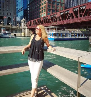 Remembering summer on the Chicago Riverwalk ... as I pull out my hat and mittens. 😫😂🧣🧤
