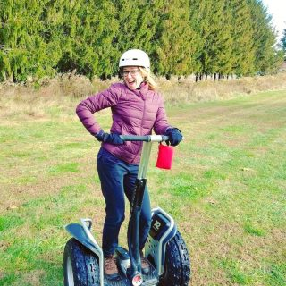 Check out my segway style! 👀 And then swipe left! Last fall, I went on a little trip over to a new-to-me area in Ohio called Hocking Hills. 🍁🍂🦉 What an unexpected treat! My latest post highlights the beauty here in the foothills of the Appalachians of Hocking Hills State Park, plus all the passionate makers and entrepreneurs I met. From anapple orchard growing George Washington's favorite variety to the United States' only remaining washboard factory, it's definitely worth a visit! LINK in bio! #myhockinghills #hosted